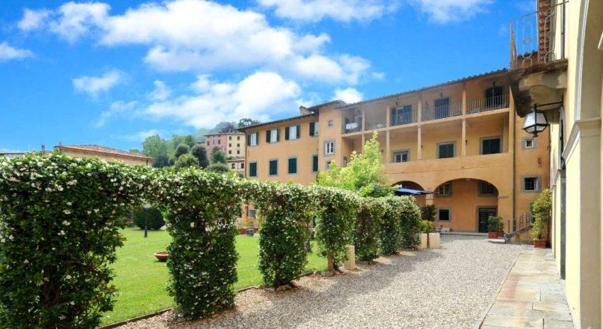 Hotel con giardino, Bagni di Lucca