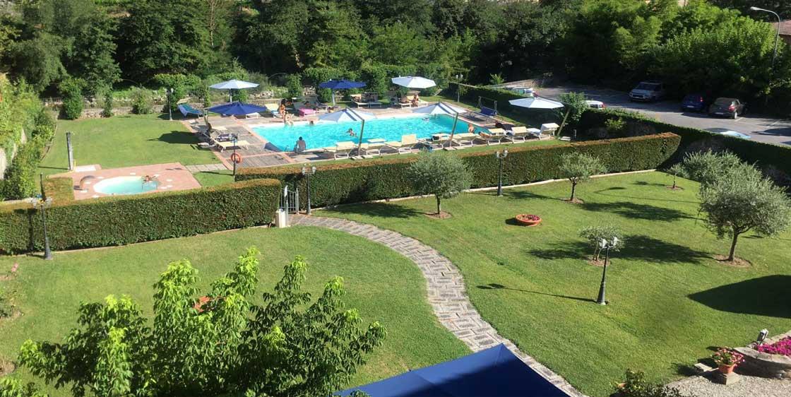 Veduta sul parco e piscina, Park Hotel Regina, Bagni di Lucca Terme.